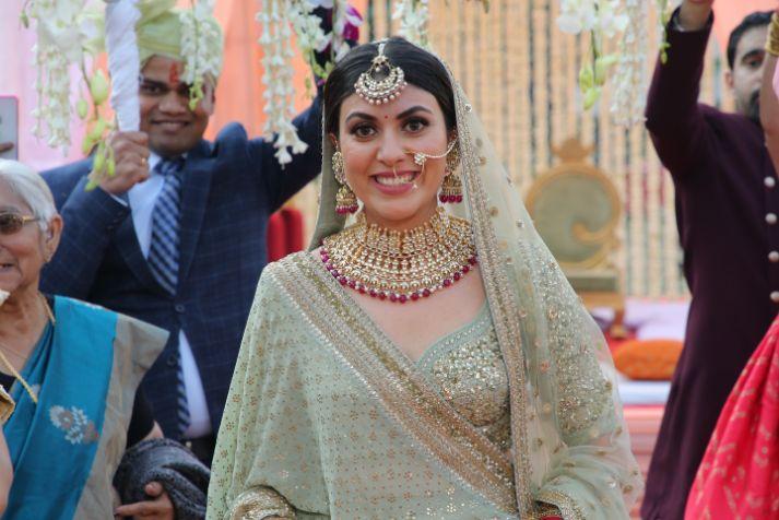 happy bride   phool ki chaddar   bridal entry   close of indian bride   indian bridal jewllerey   wittyvows   chooda designs   nude makeup look destination wedding
