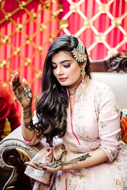 candid bridal photography , happy bride , mehendi , henna , indian bridal mehendi design , happy indian bride , candid photography , indian couple , green rimple harpreet bridal wear , designer outfit , green indian suit , lwittyvows , veil shot , dupatta shot , indian bridal lehenga in pink , indian bride in pinklehenga , chooda designs , Punjabi bride | Mehendi outfit | bridal lehenga | Indian veil