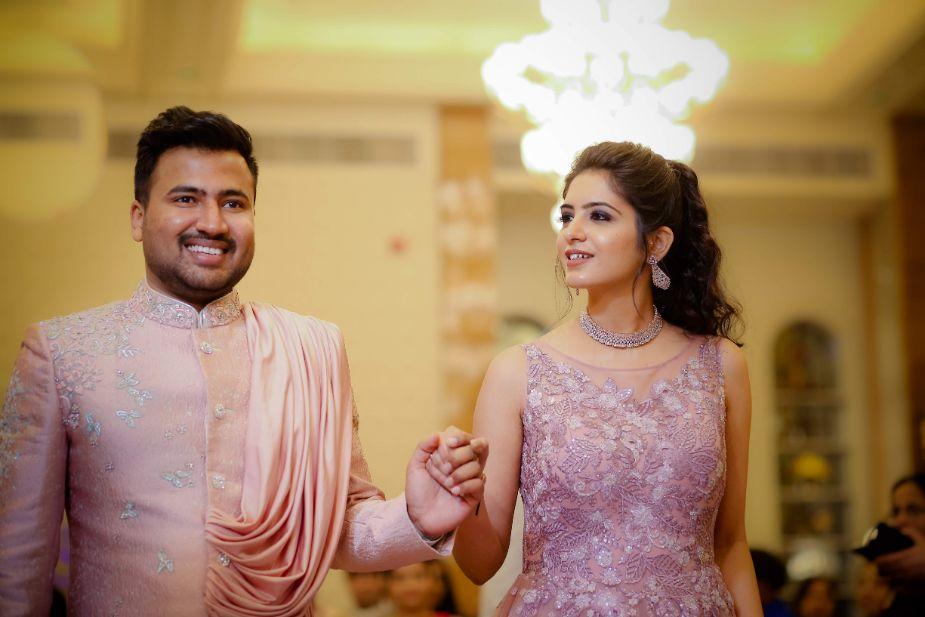 indian wedding in delhi | red lehenga | bridal look for 2020 brides | chooda | red | happy bride | delhi wedding | mehendi look | summer wedding