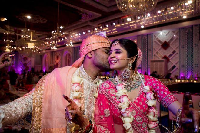 inidian couple kiss | delhi wedding | summer wedding