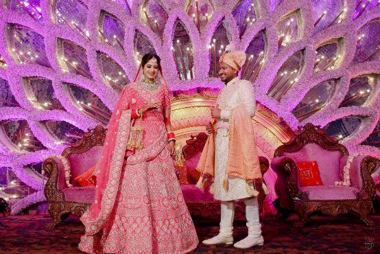 indian wedding   delhi wedding   summer wedding   mehendi look   henna designs   bridal seat in flowers   summer wedding   chooda