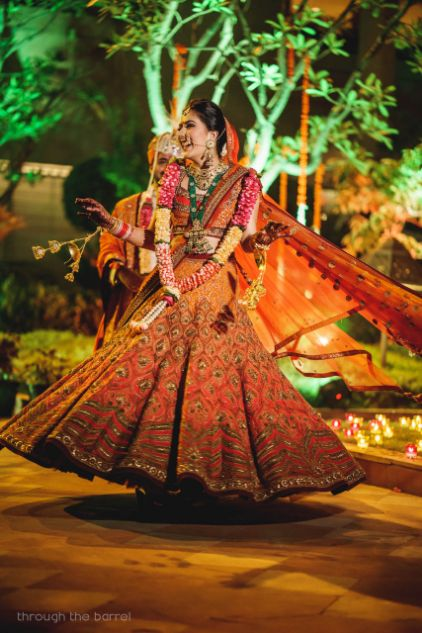 orange lehenga , lehenga designs 2020 , indian wedding | indian bride | tarun tahiliani bridal lehenga , reception outfit | Sabyasachi saree | satlada