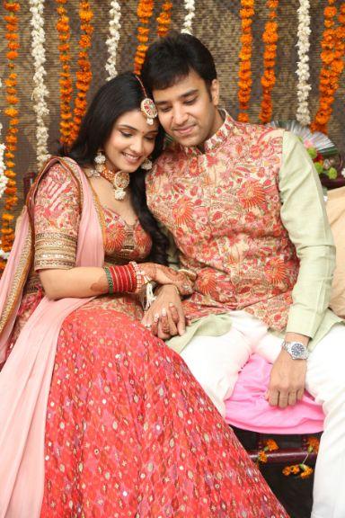 indian couple , wittyvows , weddings , indian bride , bridal lehenga ,  Lockdown wedding | intimate wedding | Wedding at home
