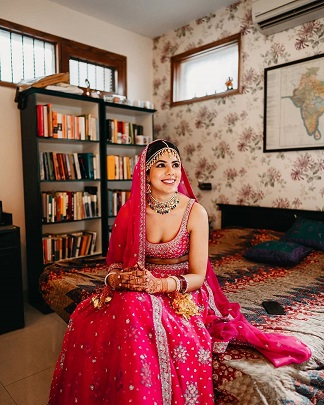 Intimate home weddings | 2020 brides | Wedding Planning | Bride in pink lehenga | Indian wedding phtography
