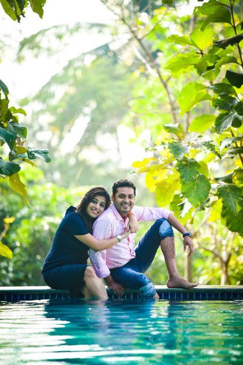 candid couple , ocean pre wedding , indian wedding , indian wedding 2020 , small weddings , real bengali wedding , Bengali wedidng | traditional wedding | wedding details