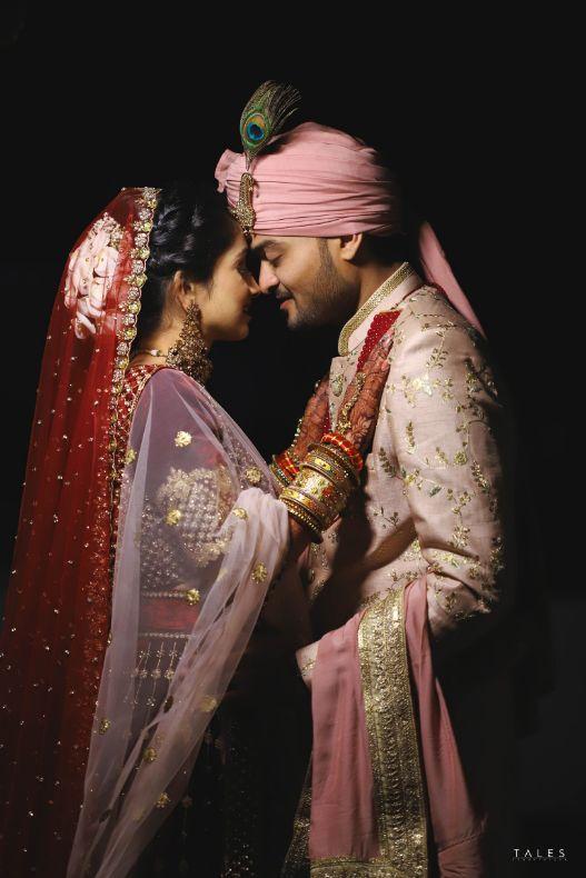 bridal looks , wedding look , red lehenga , bridal mehendi , floral hands , floral jewellery , intimate wedding, personalised wedding ideas