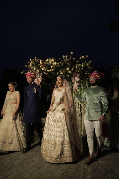 bridal entry ideas   phooln li chadar   Intimate Wedding in Jim Corbett