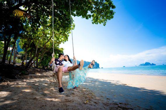 swinging in love | pre wedding shoot | photography ideas