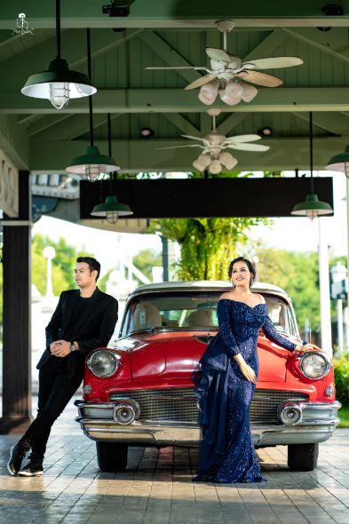 vintage car | pre wedding shoot in trend
