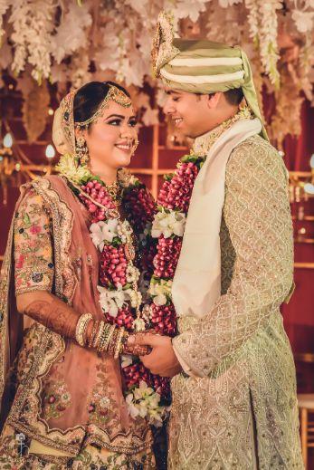beautiful varmala | indian couple candid photos | Beach Wedding in Alibaugh