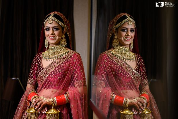 bridal dupatta ideas | bridal photography ideas | Sabyasachi Lehenga in Maroon