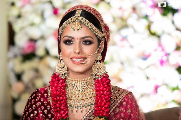 beautiful varmala designs | indian bridal makeup ideas | Sabyasachi Lehenga in Maroon