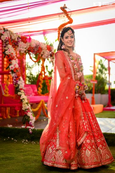 beautiful lehenga in red for the bride's mehendi ceremony