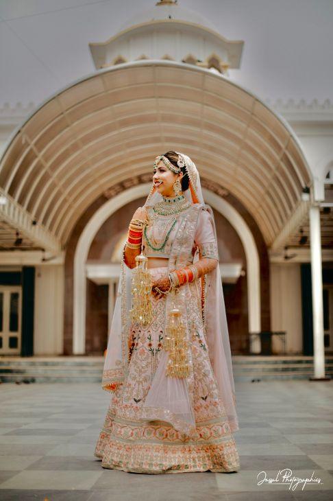 bridal portraits | wedding poses for a bride |