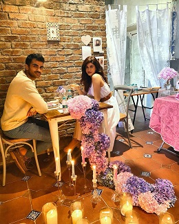Private romantic dinner for Indian couples   Dates at home