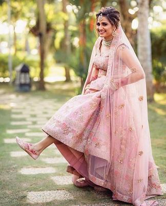 Minimal Bridal look | Pastel pink lehenga for bride | Bridal jutti