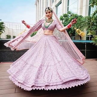 Twirling bride | 2020 wedding looks