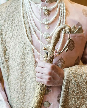 Pastels for grooms | Jewelry | indian grooms | Wedding Photography