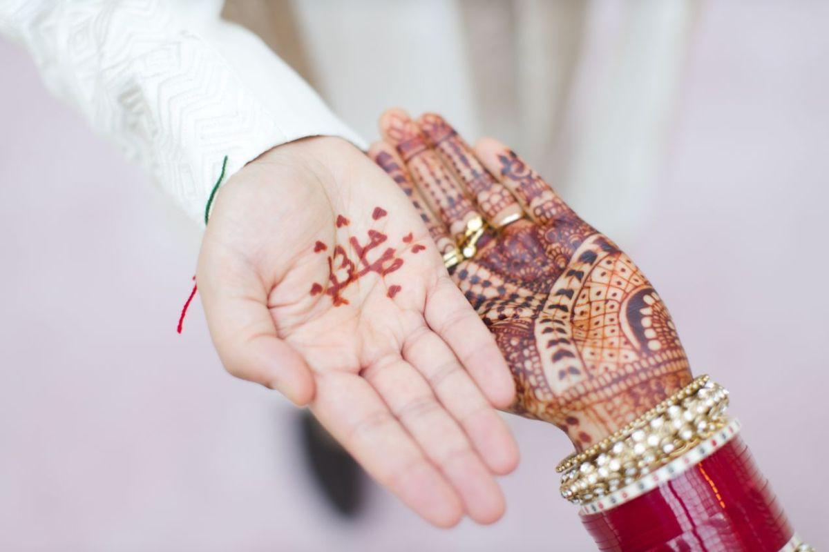 mehendi , couple mehendi , indian wedding , indian bridal lehenga , pastel wedding | wedding in UK | pink lehenga | flower decor