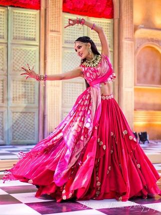 Bride in pink lehenga | Sangeet night | Sangeet lehenga