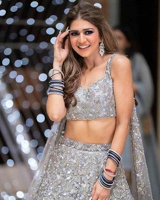 Indian blogger | Blogger bride | Sangeet lehenga | Silver and blue