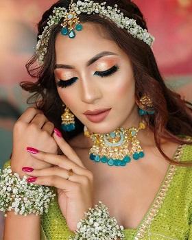 Smokey eye makeup | colourful | mehendi look