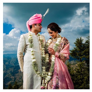 Couple Goals | Destination wedding with a bride in pastel pink lehenga