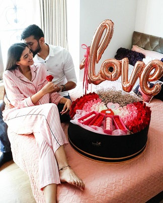 Beautiful gift hamper for your spouse