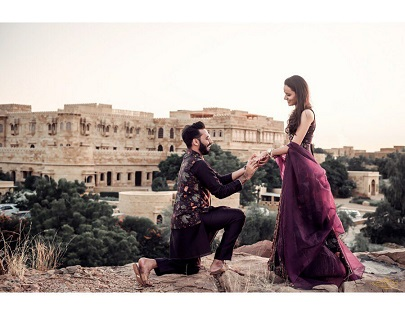 monuments as the backdrop for your pre wedding shoot make the perfect shoot location