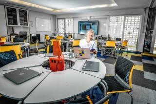 Como pais, alunos e professores lidam com as aulas na quarentena