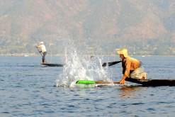 Jezioro Inle - rybacy przy pracy (5)