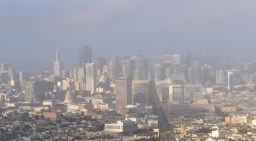 Mgła i smog nad miastem - widok z Twin Peaks