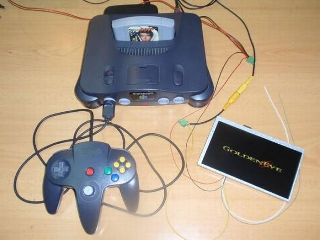 How this guy transform Nintendo 64 into A Handheld game console 6