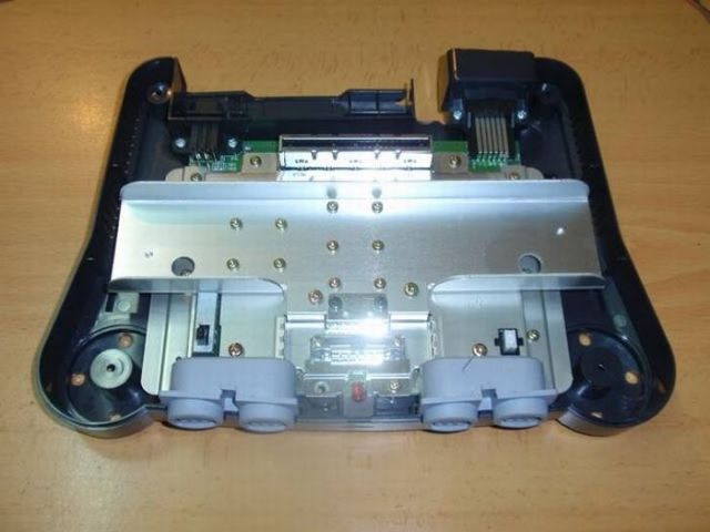 How this guy transform Nintendo 64 into A Handheld game console 8