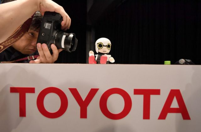 toyota-introduce-mini-robot-for-lonely-people