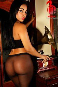 ayisha diaz 011