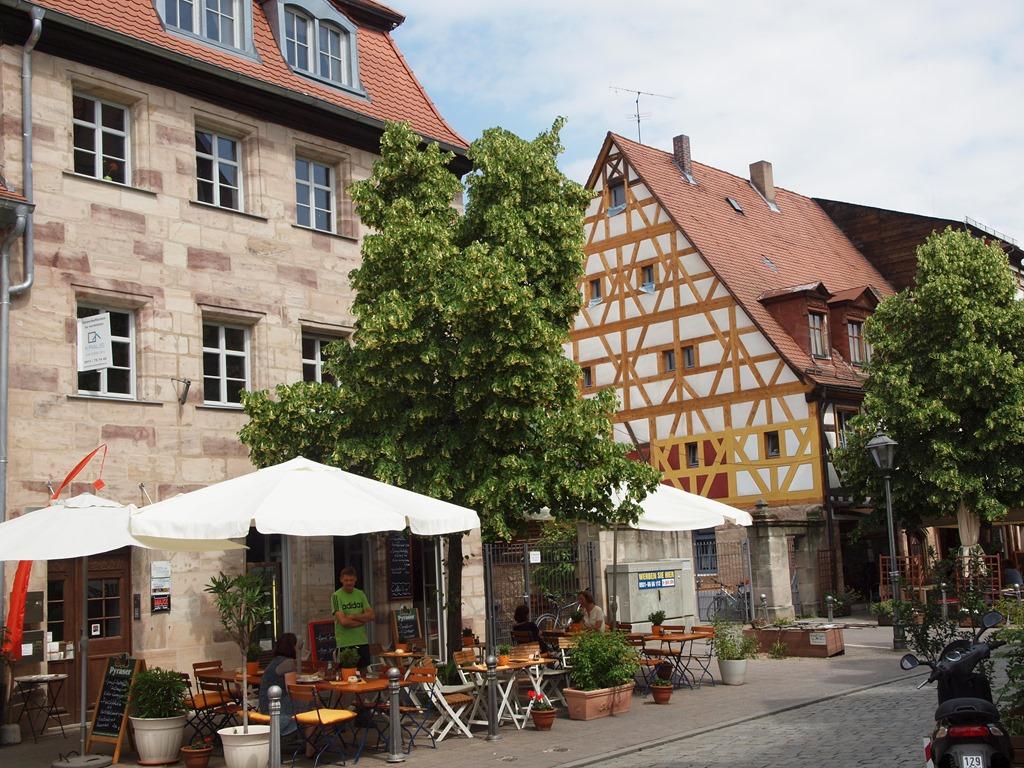 Frth  eine Grostadt mit drflichem Charakter  Wolfgangs space