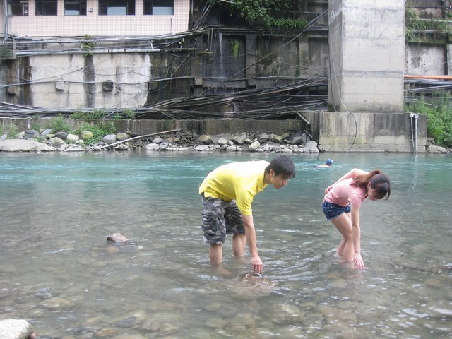 [烏來遊2-烏來瀑布.溪邊玩水] @小環妞 幸福足跡