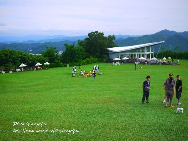[苗栗景點] 自然風情景觀餐廳~和大仁哥來浪漫一下,在天空翱翔的風箏 @小環妞 幸福足跡