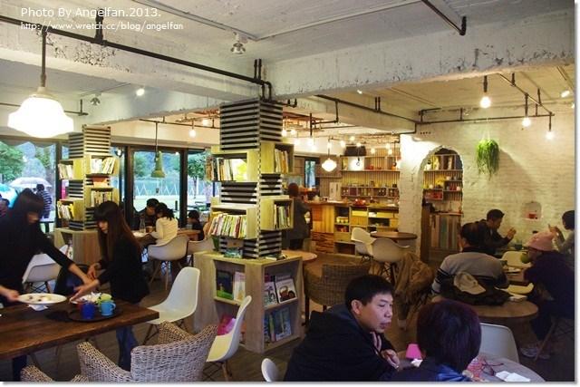 [宜蘭景觀餐廳]天ㄟ咖啡 ♥ 梅花湖畔喝口咖啡,聊個是非 @小環妞 幸福足跡