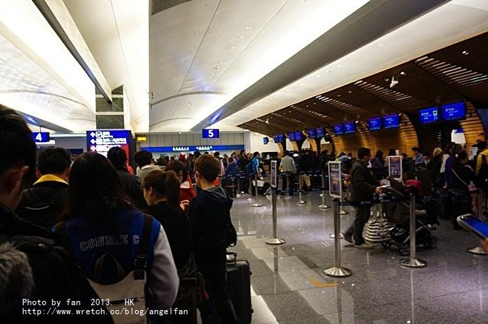 [2013香港自由行] 泰國航空初體驗,台灣香港好近喔! @小環妞 幸福足跡