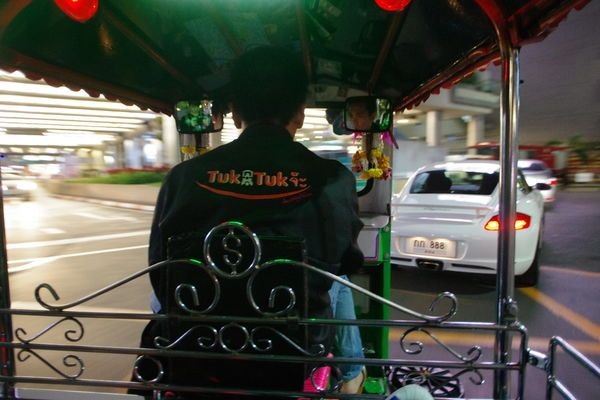 【曼谷(2)】泰國曼谷交通工具篇:機場快線,空鐵(BTS),地鐵(MRT),計程車,嘟嘟車… @小環妞 幸福足跡