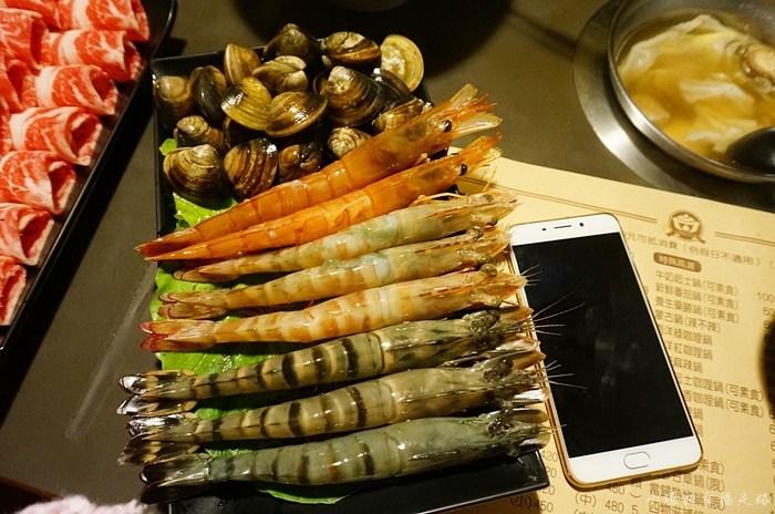 【行天宮站美食】金鍋盃小火鍋,超巨大草蝦!美味白甘蔗湯頭 @小環妞 幸福足跡