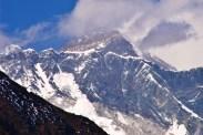 ...to z powodu mniejszej ilosci tlenu. Za to w miare wedrowki coraz lepiej widac Mt. Everest