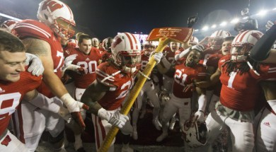 Wisconsin RB Melvin Gordon (25) chops at the goalpost with Paul Bunyan's Axe following the 34-24 win over Minnesota, PHOTO: David Stluka