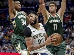 Anthony Davis v Giannis Lopez AP