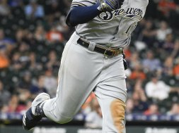 Brewers Mike Moustakas HR trot Astors AP