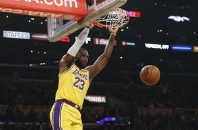 Lakers LeBron James dunk AP