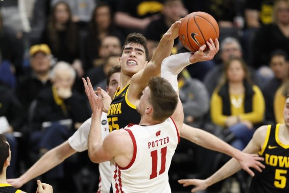 Badgers Potter blocked Iowa Garza AP
