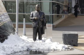 Twins Calvin Griffith statue AP